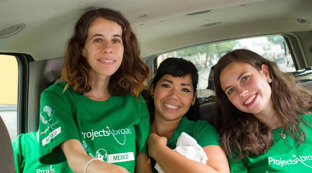 Voluntarias de apoyo al migrante en camino a su proyecto.